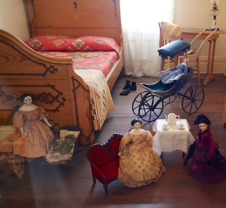 whaley house bedroom interior doll ghost spirit apparition haunted